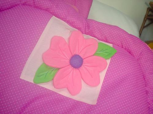 acolchado y chichonera patchwork con flor