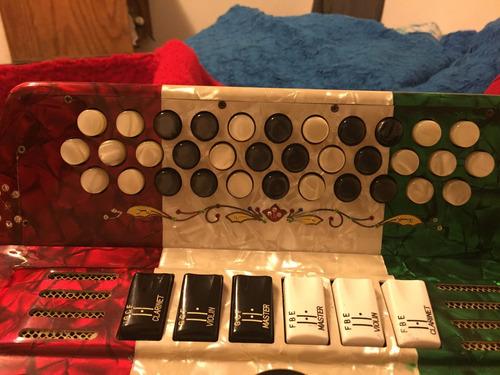 acordeon gabbanelli  de dos tonos la y sol , tricolor