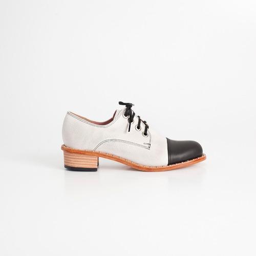 acordonado de cuero. art aries 18 b/n. otro calzado