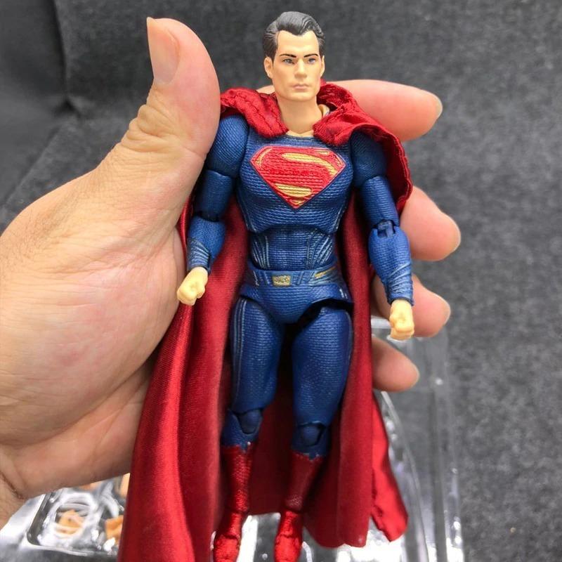 Action Figure Superman Liga Da Justiça Mafex Pronta Entrega - R ...