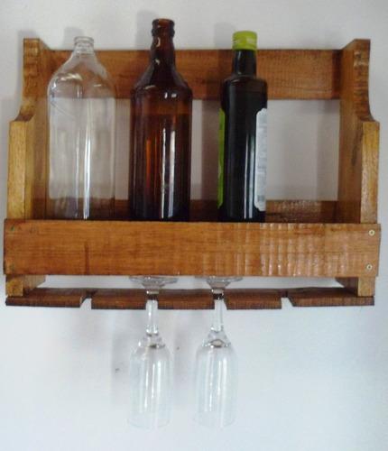 adega de vinhos de madeira maciça e porta taças