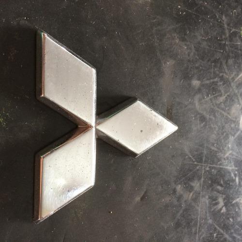 adesivo tampa traseira (simbolo) mitsubishi