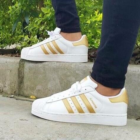 8d397a7f95a nueva colección adidas superstar doradas 2017