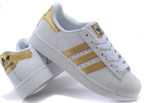adidas blancas con rayas doradas