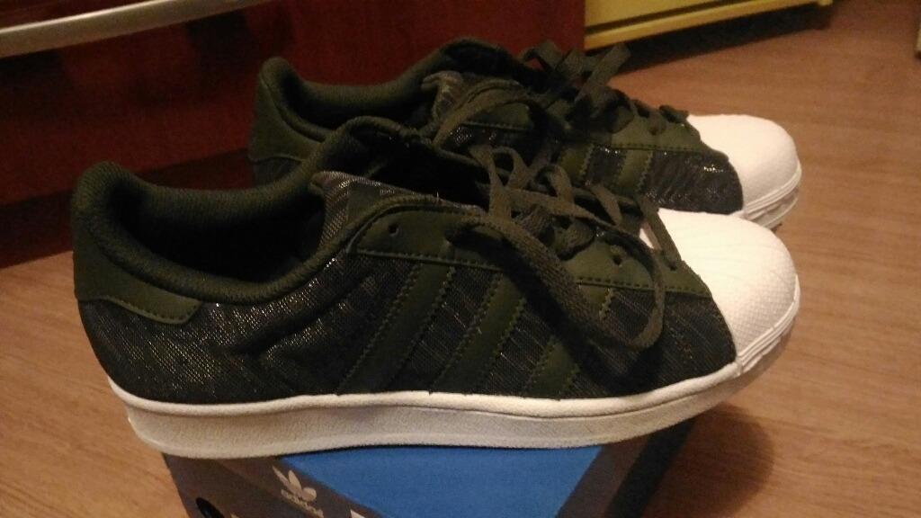 sneakers for cheap 86f4b 0ed26 adidas superstar glitter gs. Carregando zoom.
