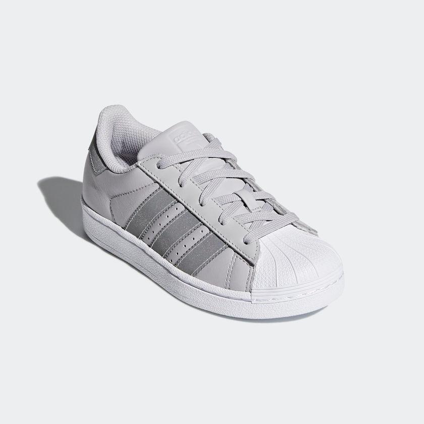 35b6dcfa18c adidas superstar joven cq2722 gris reflejante look trendy. Cargando zoom.