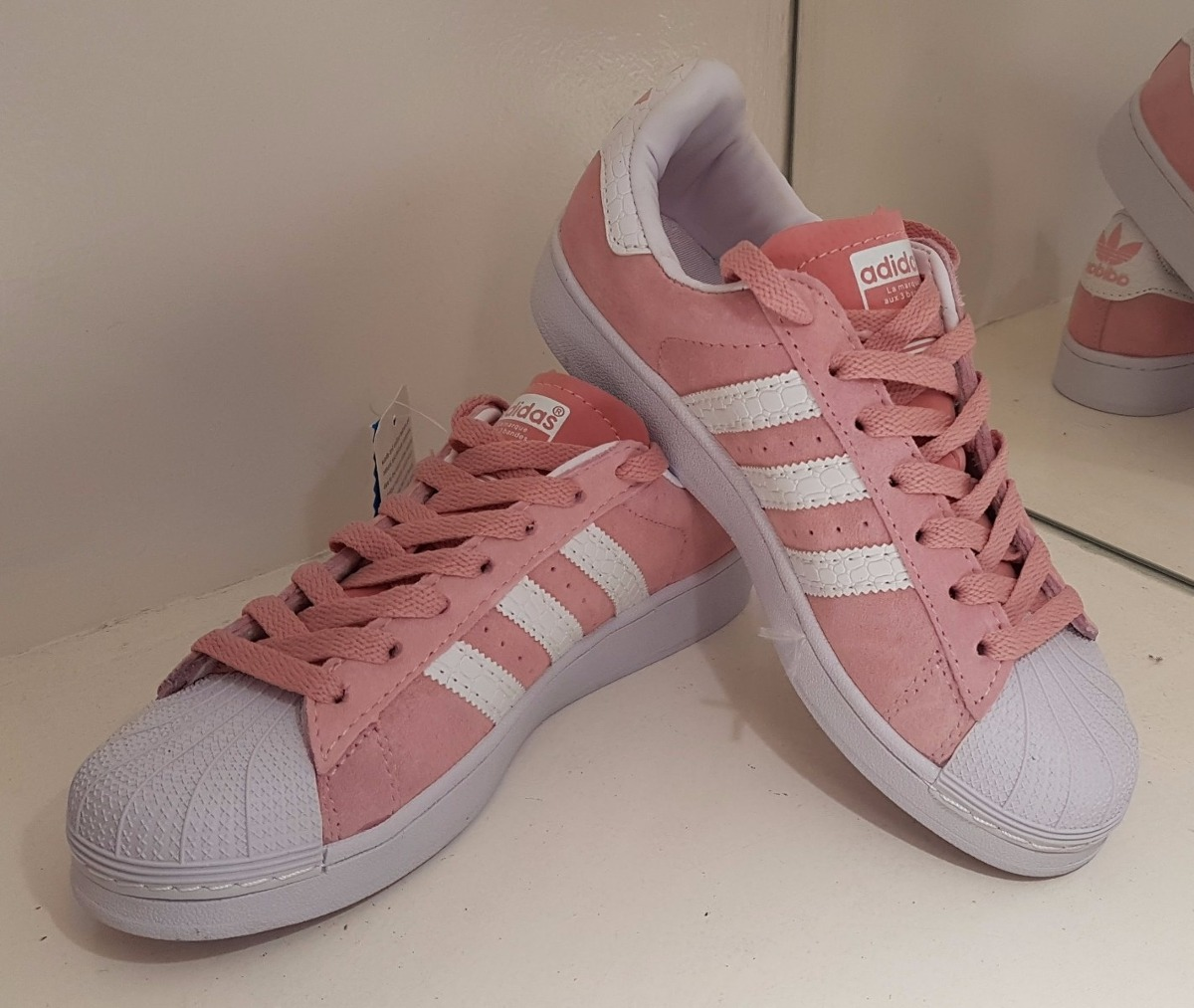 timeless design 8230c 951c4 ... reduced adidas superstar originales gamuza rosa con puntera blanca.  cargando zoom. a5910 08cfc