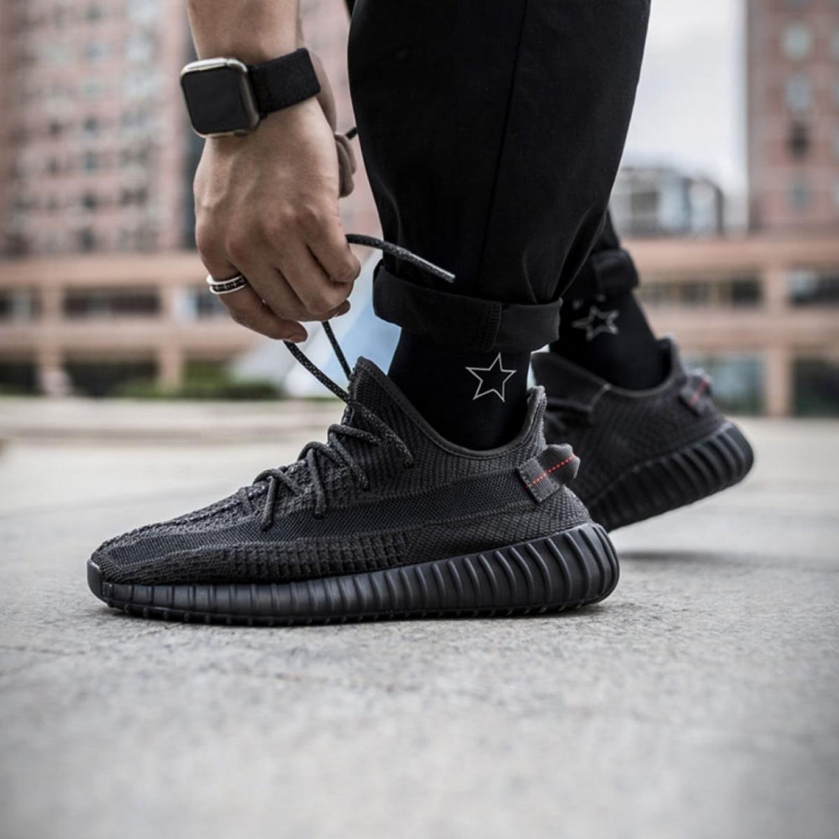 adidas yeezy 350 v2 black stück