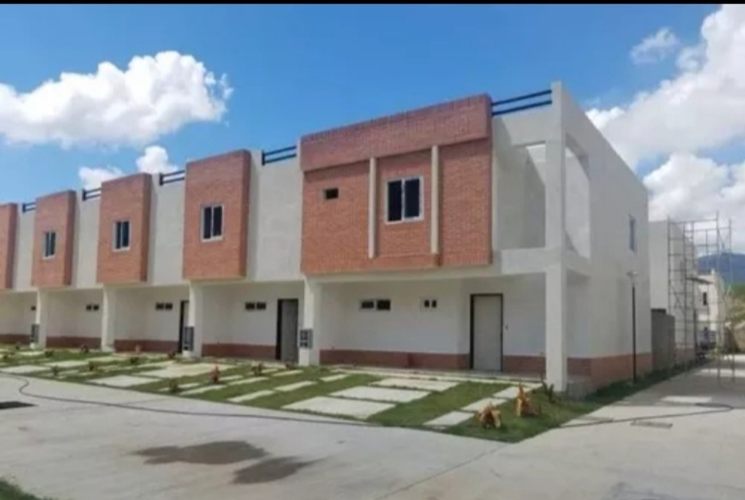 administradora jaba vende town house en naguanagua