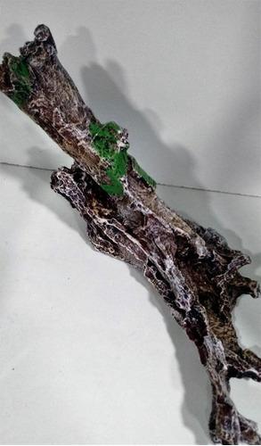 adorno acuario diseño tronco con musgo marca boyu