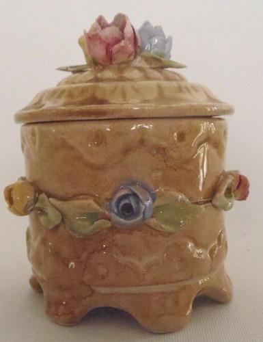 adorno. cofre de cerámica. capo di monte.