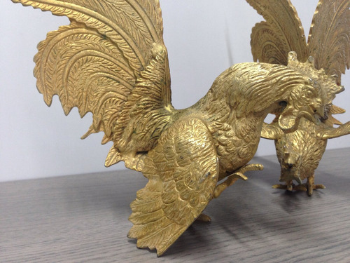 adorno de animales gallos en bronce excelente estado