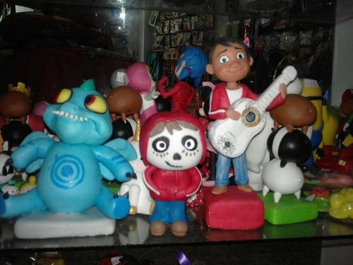 adorno de coco personaje disney en porcelana fria pixar