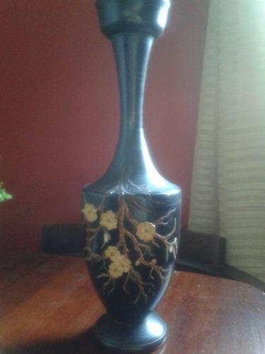 adorno de madera con flores aplicadas pieza antigua