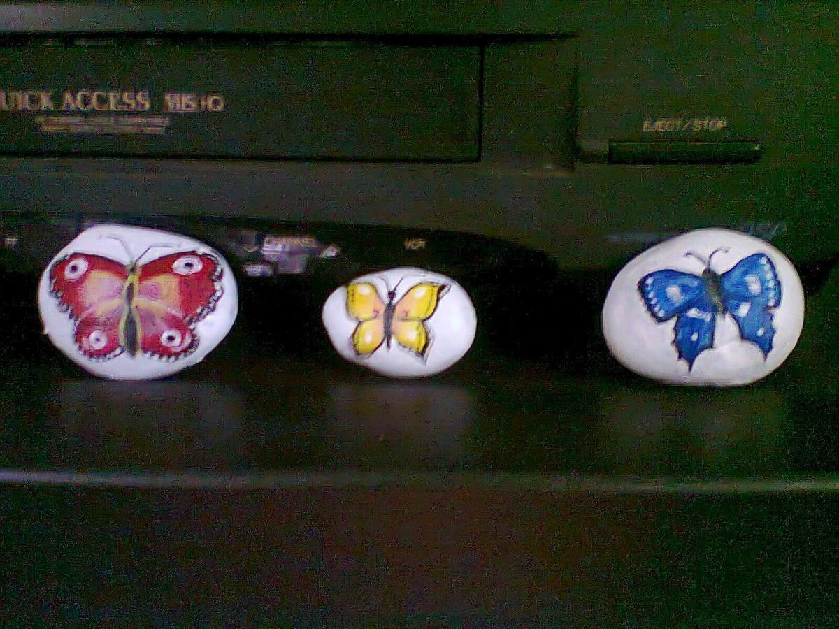 Adorno de mesa mariposas pintadas en piedras de rio - Piedras de rio pintadas ...