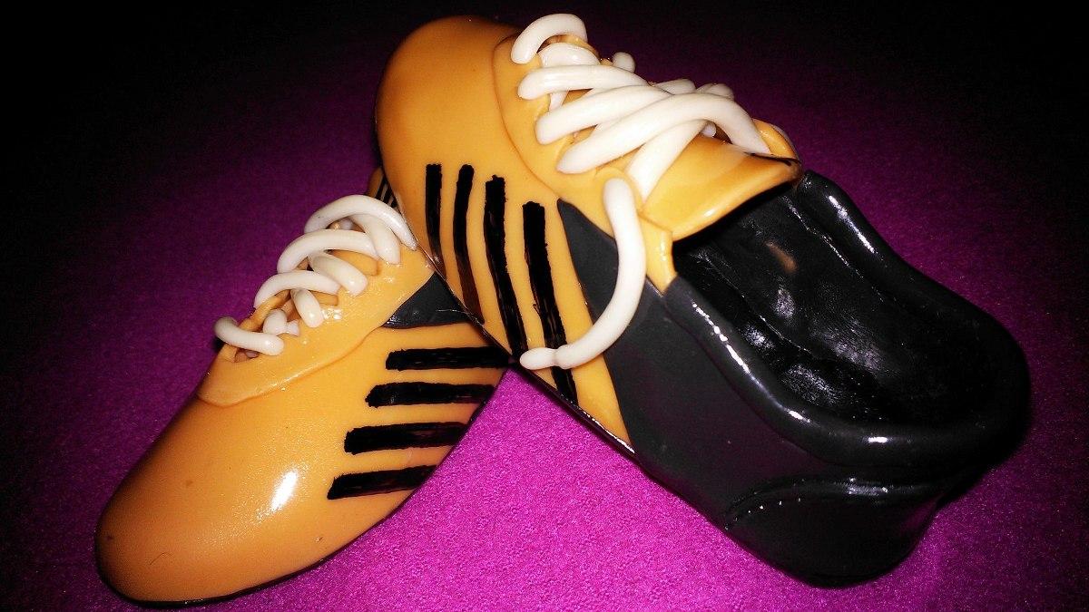 e4fb3390c1317 Adorno De Torta Botines Futbol En Porcelana Fria -   720