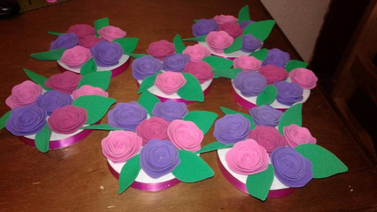 Adorno o centro de mesa con flores en goma eva 200 00 - Flores con goma eva ...
