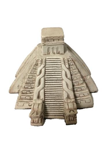 adornos de casa. piramide de resina