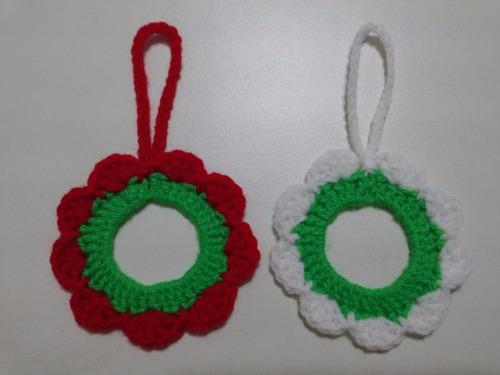 adornos navideños: coronitas, de 6 cms. tejidas a crochet.