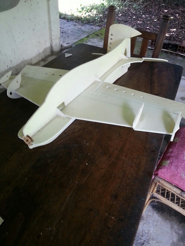 aeromodelo acrobático. avión a control remoto modelo zephir