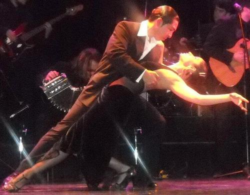 agasajá con una romantica serenata y/o show de tango.