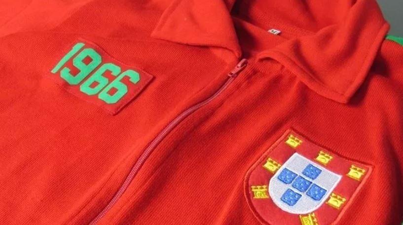 7900421a24058 agasalho retrô portugal 1966 jaqueta seleção portuguesa. Carregando zoom.