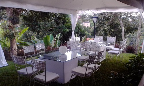 agencia de festejos: alquiler  sillas,mesas,vajillas,puffs.