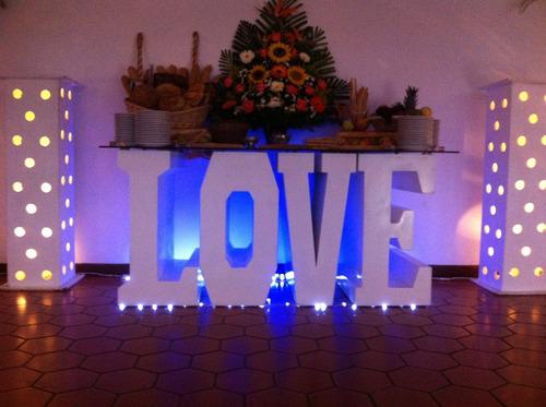 agencia de festejos,mobiliario lounge,mesas de vidrio y love