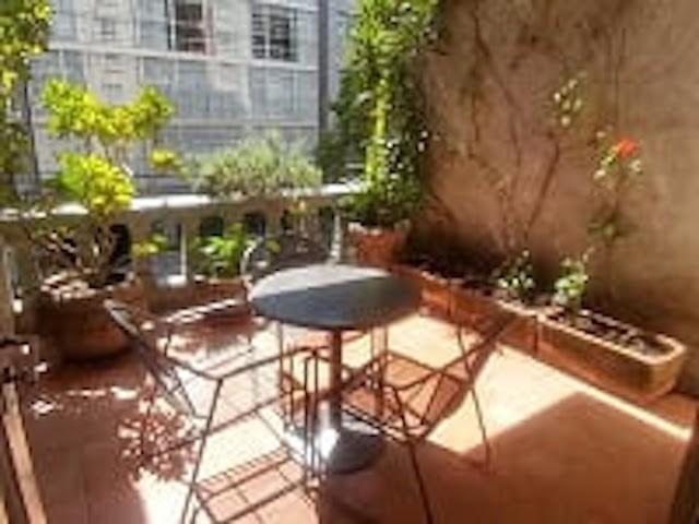 agradable departamento amueblado con terraza muy bonito!