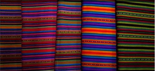 aguayo en telar peruano, manta andina, artesanias