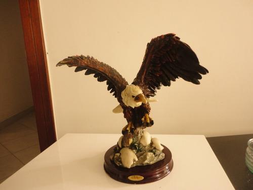 águila en cerámica para decorar