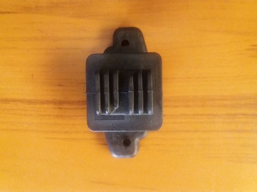 aislador de paso. cerco electrico. para remache