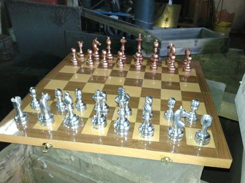 ajedrez de metal