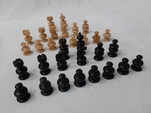 ajedrez de tablero de marmol y piezas de onix
