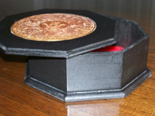 alajero caramelera en madera octogonal con aplique en cobre