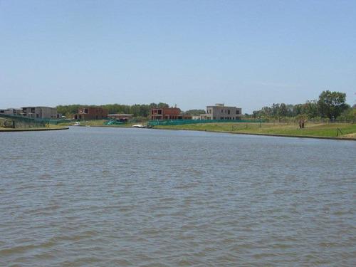 albanueva-excelente lote al rio con amarra, frente de 28 mts.