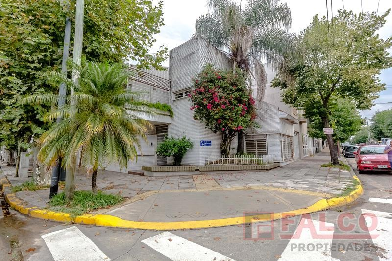 albariño 900 esq. zequeira - casa 2 plantas - parrilla - coch 2 autos