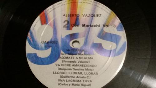 albeto vazquez. con mariachi.