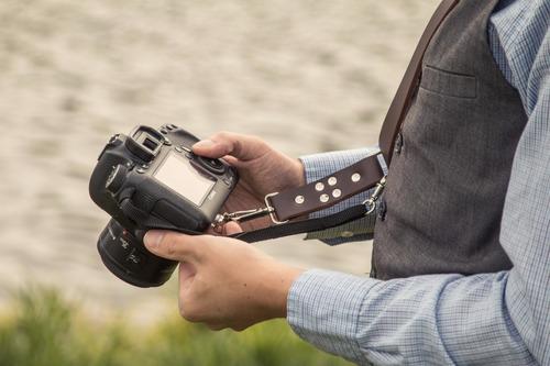 alça dupla couro câmera dslr marrom e preto c/ backup