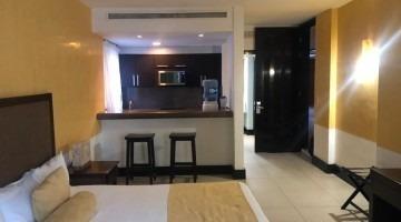 aldea thai suite con balcón amplio.