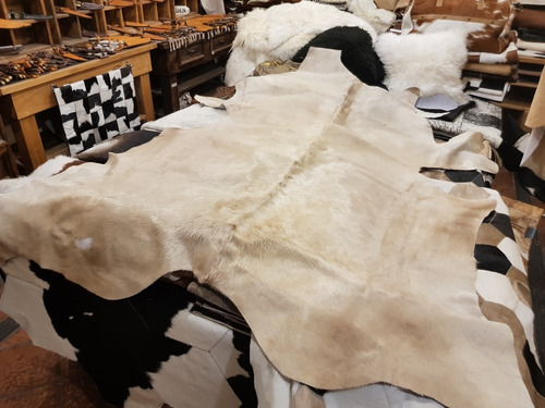 alfombra cuero vaca natural pelo. tamaño m
