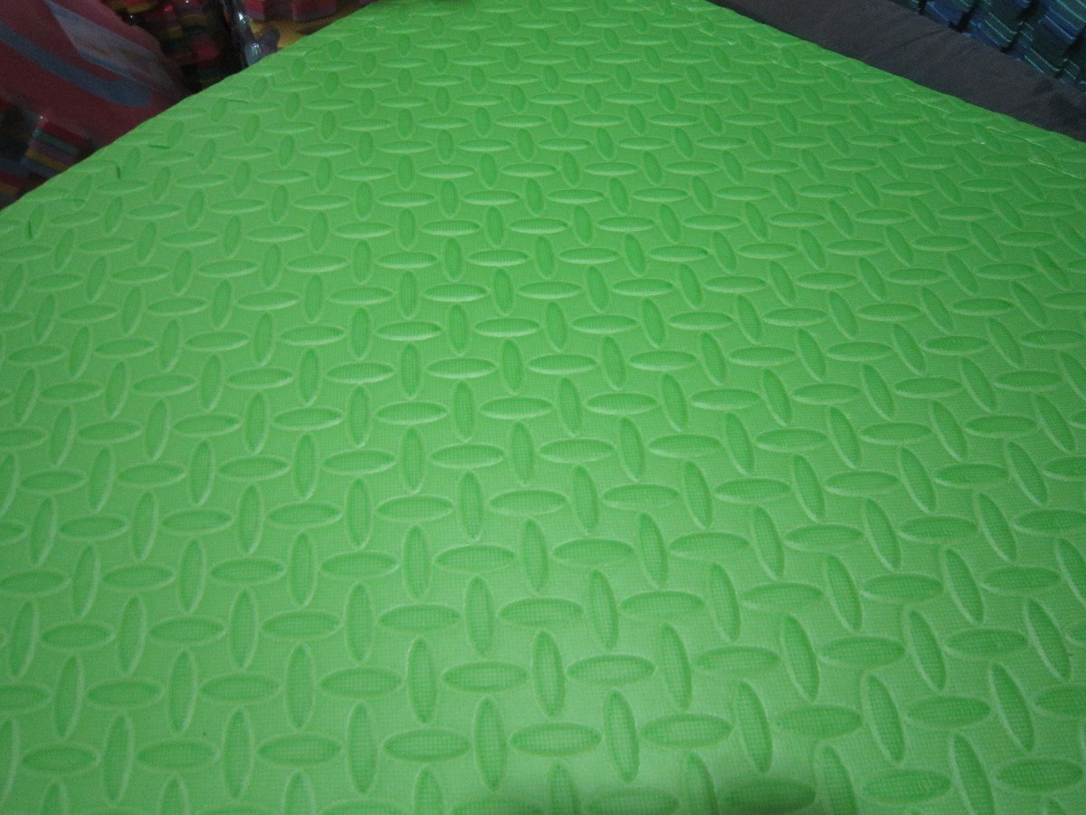 Alfombra de goma eva set de 4 piezas de 63 x 63 x 1 4cm for Alfombra verde para jardin