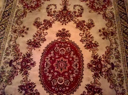 alfombra persa usada muy bien conservada