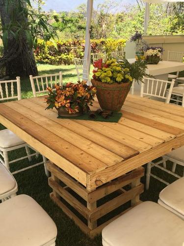 alfombra rojas , mesas y sillas palet variedades de mobiliar