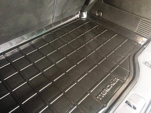 alfombra tapete baúl plástica tipo bandeja tracker 2013/2018