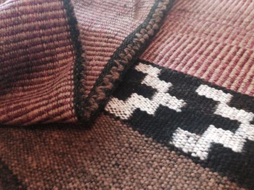 alfombra tejida en telar
