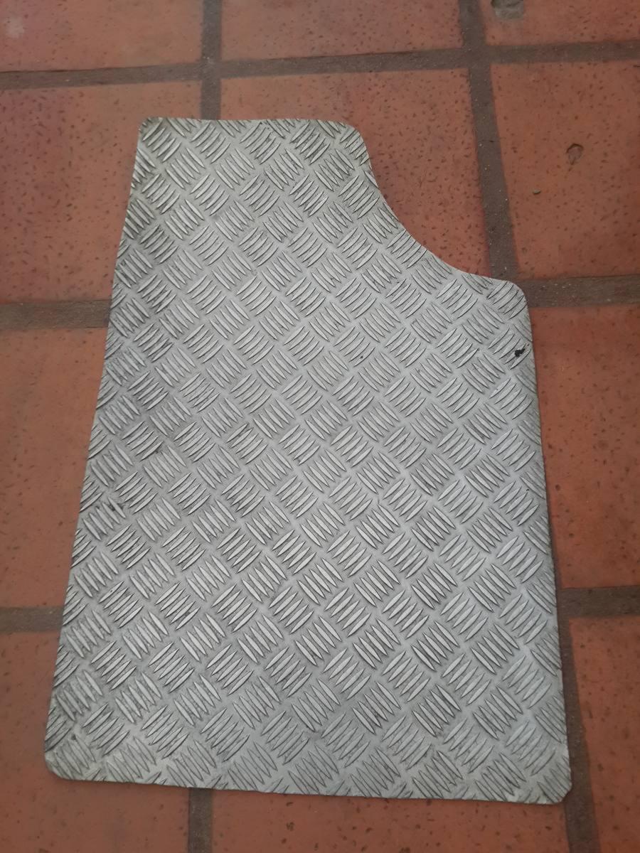 Alfombras aluminio tuning peugeot citroen 106 ax 2 for Alfombras persas usadas precios