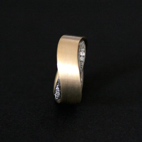 aliança anatômica de ouro 18k 750 e ouro branco 18k 0750