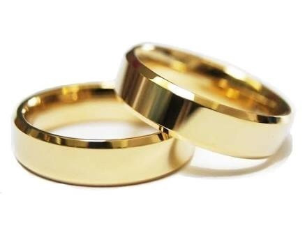 aliança cor ouro 18k tungstênio chanfrada banhada ouro 18k