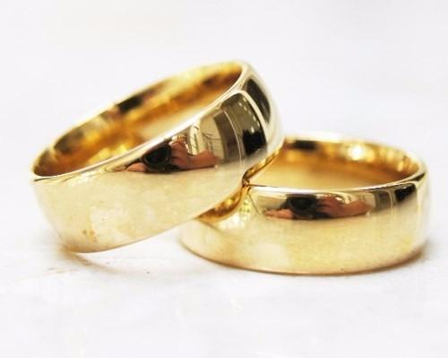 aliança de namoro barata cor ouro.